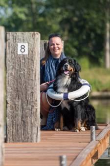 Nancy van Heeswijk uit Son bivakkeert twee weken op een vlot voor De Waterengel