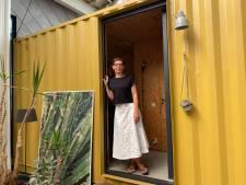 """Mieke woont met haar gezin in een oude smidse met containerkamers: """"Niets staat hier in steen gebeiteld. Het huis evolueert mee met ons leven"""""""