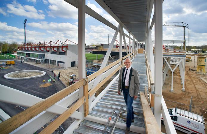 Theo Smits, toen nog manager van Fitland, tijdens de bouw van de campus.