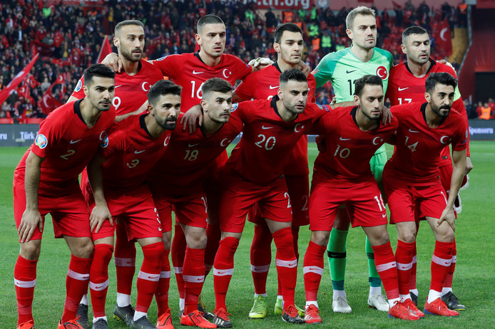 De basiself van Turkije. Met nummer 20: Deniz Türüç uit Enschede.