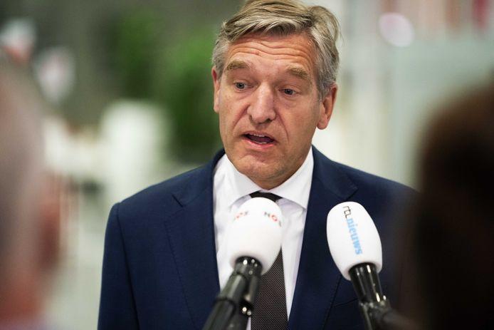 Burgemeester Sybrand Buma van Leeuwarden arriveert voor het Veiligheidsberaad.