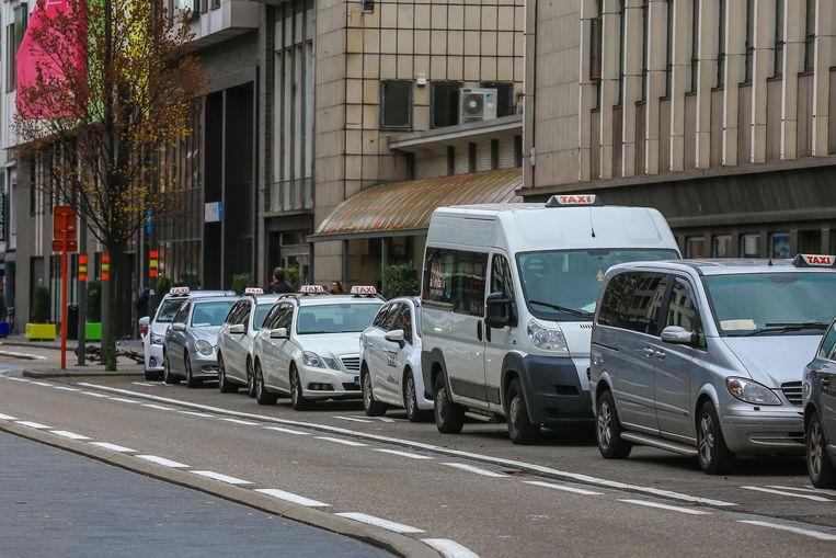 Taxi's aan het station van Hasselt.