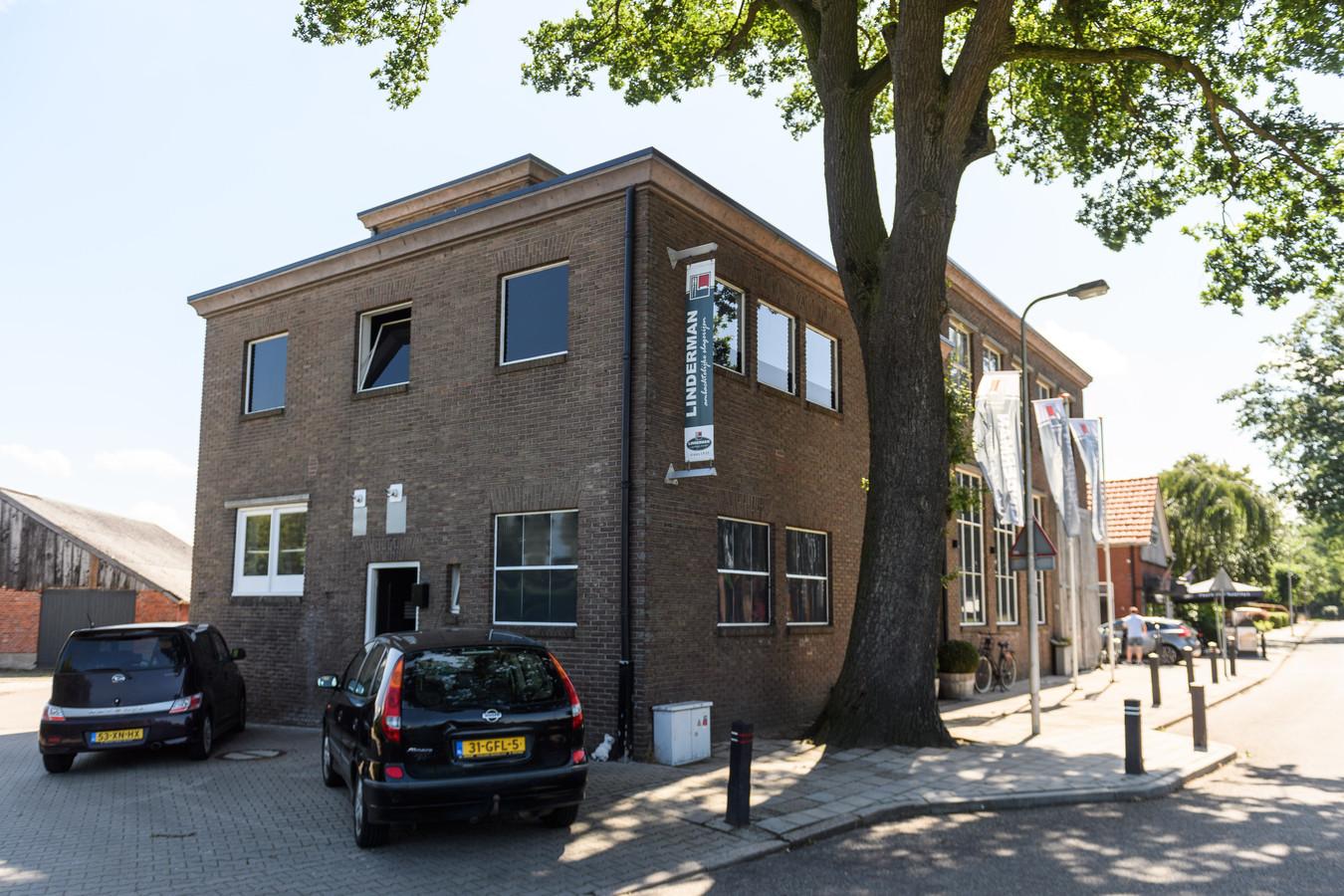 De slagerij van Linderman aan de Abdijstraat in Weerselo, anno 2021.