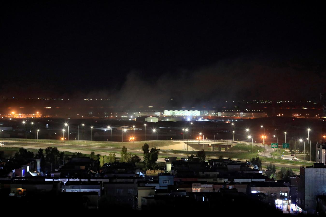 Rook in de buurt van het vliegveld van Erbil.