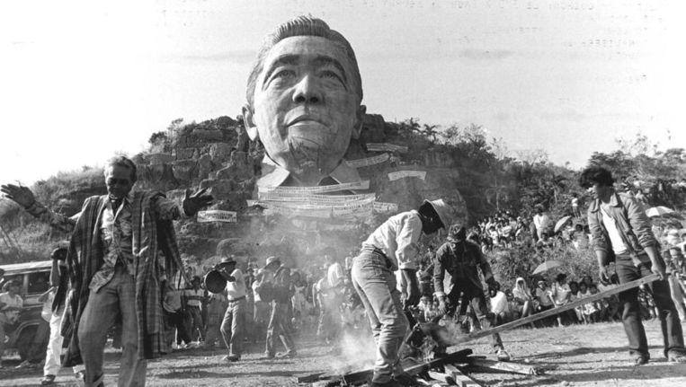 Foto uit archief van een gigantisch beeld van de Filipijnse oud-dictator Ferdinand Marcos Beeld ANP