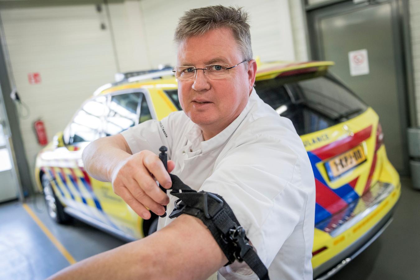Traumachirurg Ralph de Wit wil dat verpleegkundigen op de ambulances het Traumacentrum als laagdrempelig ervaren. Daarom geeft hij regelmatig voorlichting.