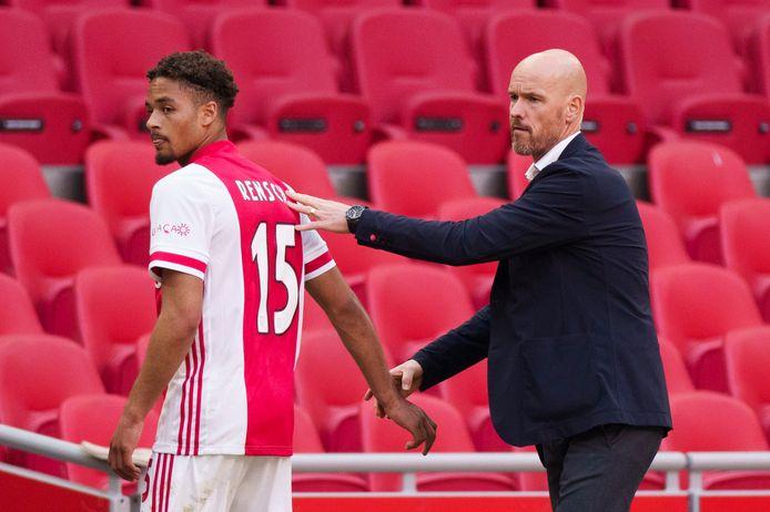 Ajax-trainer Erik ten Hag (r) en Devyne Rensch.