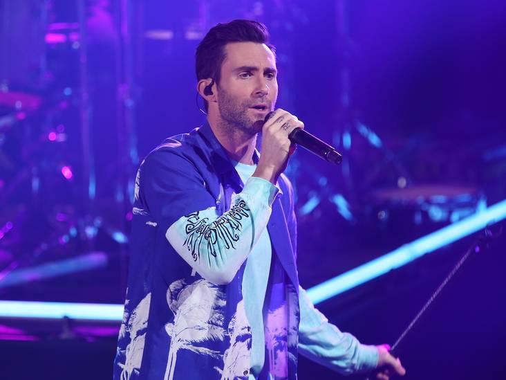 Nieuwe songs Maroon 5 passen weer naadloos bij de laatste trends