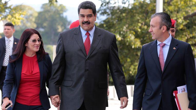 President Nicolas Maduro (midden) met links zijn vrouw en rechts Tareck El Aissami. Beeld EPA