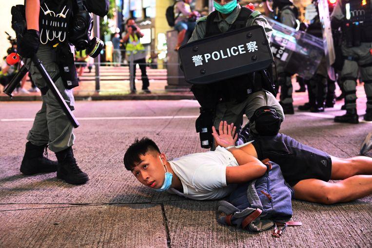 Bij protesten tegen de veiligheidswet zijn al meteen honderden mensen gearresteerd op basis ervan. Beeld EPA