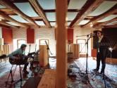 Enschedees duo neemt eerste plaat op: 'In jazzmuziek zit heel veel liefde'