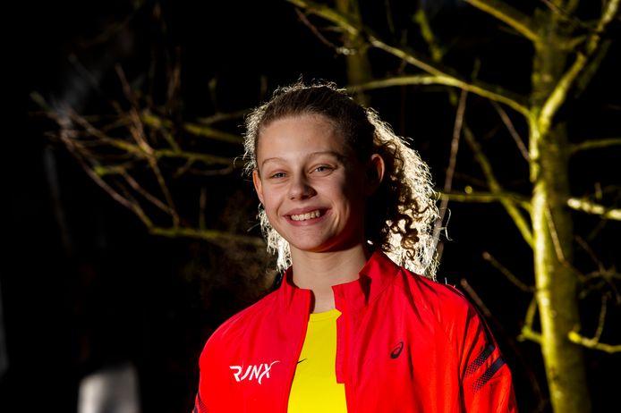 Tess van Randtwijk was dit weekend goed voor goud op de 3000 meter op het NK voor junioren in Amersfoort.