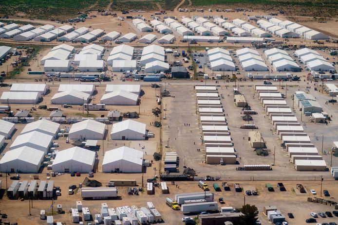 Beelden van een militaire basis met geëvacueerde Afghanen in New Mexico.