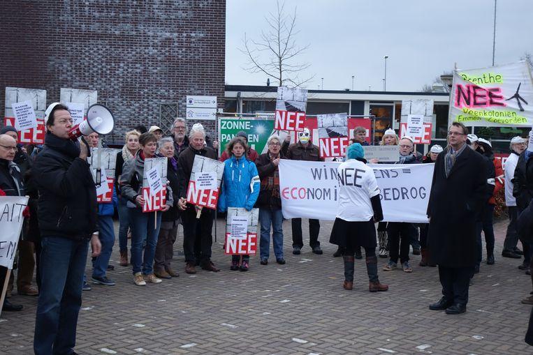 2016, protest in Gieterveen tegen de windmolens, vooraan rechts Jan Nieboer Beeld Joop Bouma