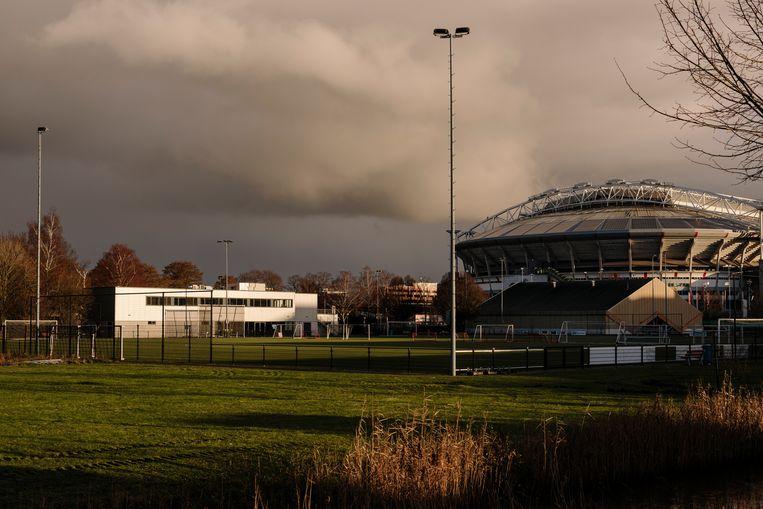 Het terrein vanFC Amsterdam, vlak naast de Johan Cruijff Arena.  Beeld Marc Driessen