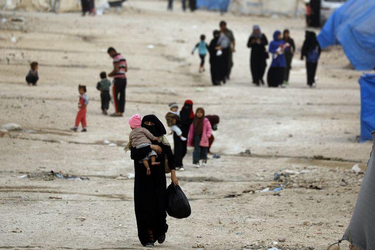 Syrische vluchtelingen bij het kamp Ain Issa. Beeld AFP