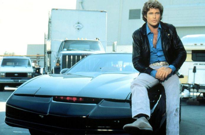 David Hasselhoff et K.I.T.T. de K 2000 (Knight Rider), la série télévisée américaine créée par Glen A. Larson et diffusée entre le 26 septembre 1982 et le 4 avril 1986 sur le réseau NBC.