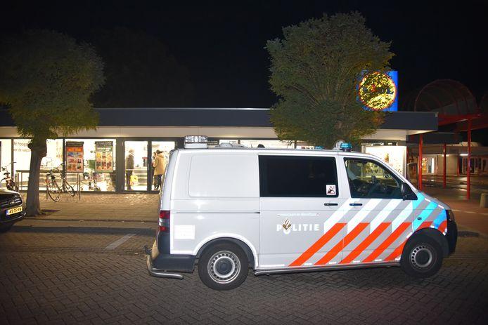 De politie onderzoek op 2 november een overval op de Lidl in de Nijmeegse wijk Weezenhof.