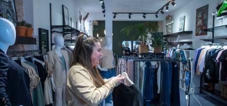 Eenmaal, andermaal... en weer heeft Viënna een kledingstuk online verkocht vanuit de winkel