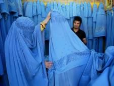 Les femmes afghanes ripostent aux talibans en portant fièrement leurs tenues traditionnelles