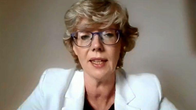 Burgemeester Veerle Heeren (CD&V), begin mei tijdens de online gemeenteraad. Ze kondigde aan tijdelijk een stap opzij te zetten na de commotie over haar vaccinvoorrang.  Beeld RV
