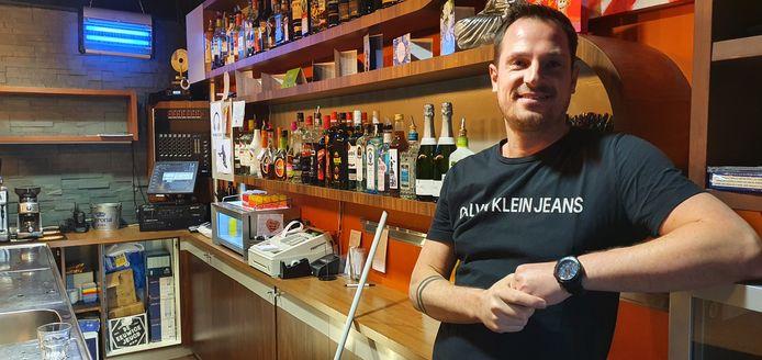 Kristian van Eenennaam, uitbater van café Krisje aan de Haven in Breda.