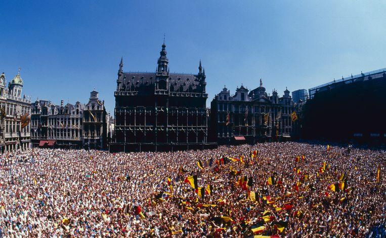 In 1986 liep de Grote Markt in Brussel ook al eens vol voor een feestelijke ontvangst van de Rode Duivels. Toen had de nationale ploeg op het WK in Mexico de halve finales gehaald.  Beeld Photo News