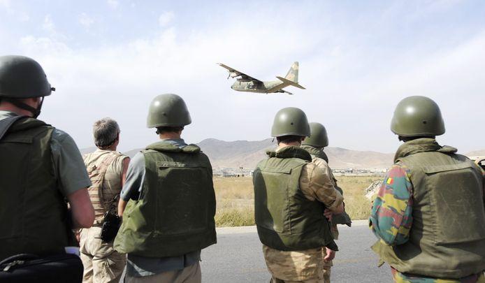 Archiefbeeld uit 2008: Belgische soldaten op de militaire luchthaven in Kaboel, Afghanistan.