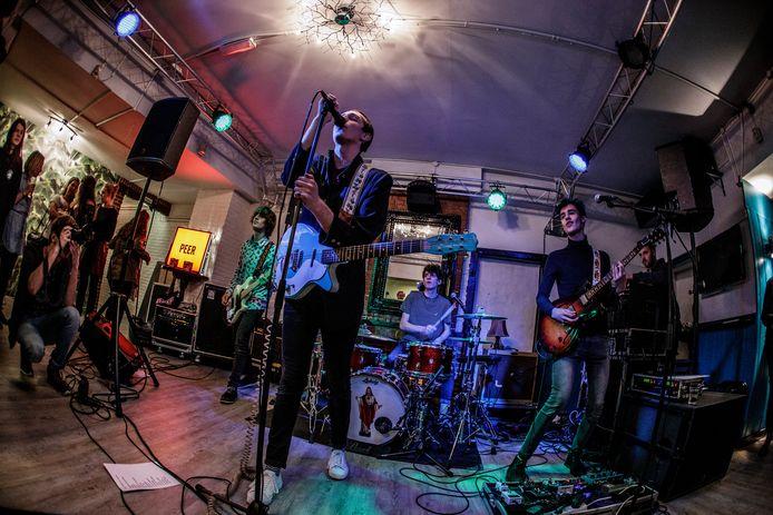 Popronde 2017 in Zutphen. De band PEER zet zijn beste beentje voor.