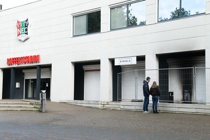Schade aan het hoofdgebouw van het Goffertstadion.