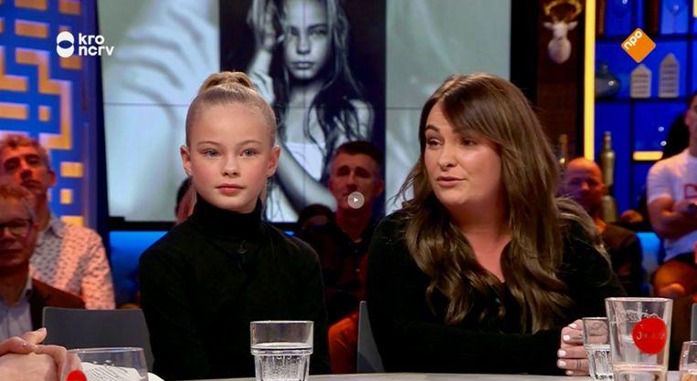 Summer de Snoo was als 9-jarige al een beroemd model, hier zit ze met haar moeder Jessica bij het tv-programma Jinek. Beeld