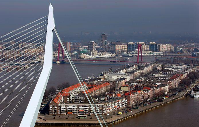 Bewoners van het Noordereiland willen dat de gemeente Rotterdam actie onderneemt om de overlast van 'parkeertoeristen' tegen te gaan.