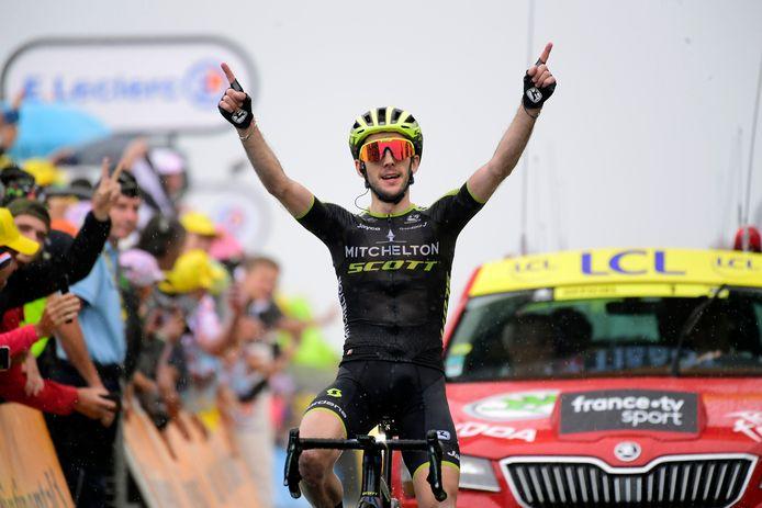 Simon Yates viert zijn etappezege in de Tour de France afgelopen zomer.