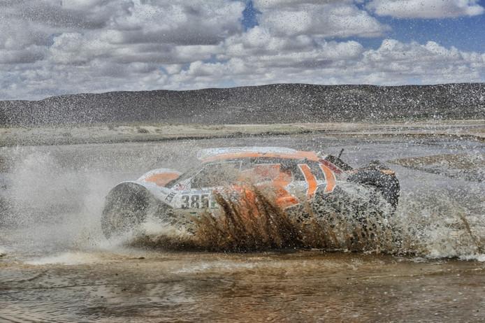 De Volvo-buggy van Ebert Dollevoet en Marcel Snijders in Bolivia