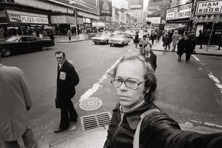 Veertig jaar terug in de tijd. Herman Selleslags met een selfie avant la lettre. 'Ik heb geen talent voor groepsgevoel.' Beeld © LUSTER