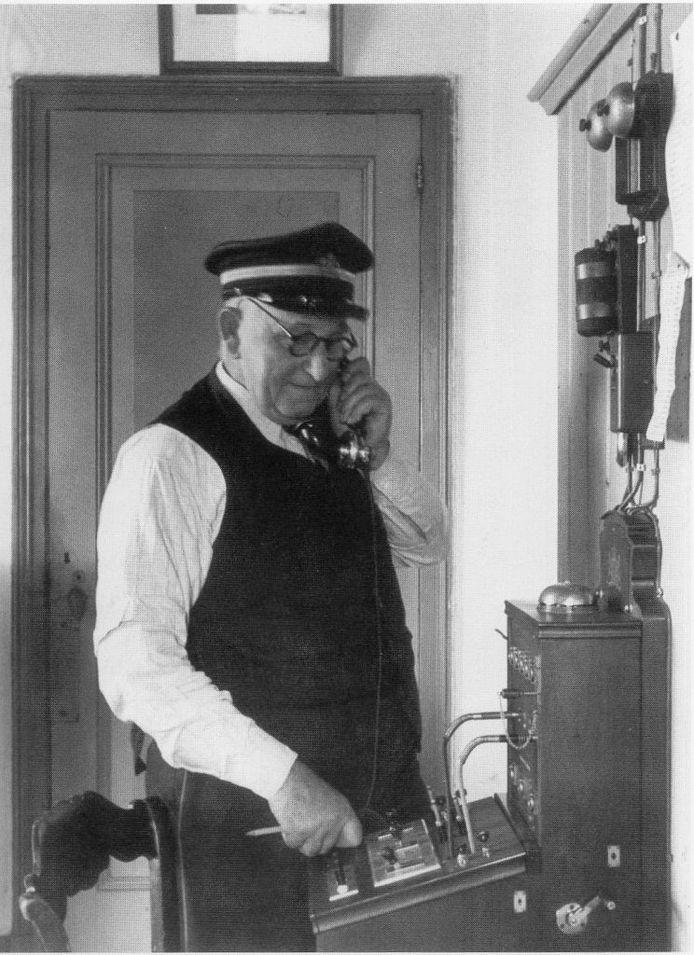 Harm Smit, de vader van Jan Albert Smit uit Amsterdam, had meerdere taken op Schokland. Zo was hij telefoonbeheerder.