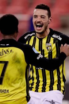 Vitesse eindigt, met een overdosis geluk, de ongeslagen status Advocaat bij Feyenoord