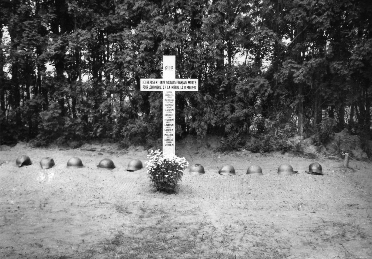 Graven van 11 gesneuvelde Franse soldaten die op 12 mei 1940 in Diessen zijn gesneuveld.