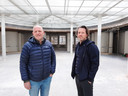 Martin van der Werf (links) en Ed de Rooij in de centrale hal van het oude Spaarbankgebouw.