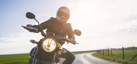 Wraak op motorrijder die 'te dicht' op auto zat: 'Wilde hem een lesje leren'