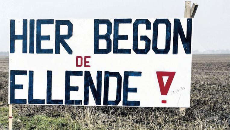 Bord in weiland tussen Hoogezand en Sappemeer in januari vorig jaar. Het refereert aan de ontdekking van het Groningse gasveld bij Slochteren op 29 mei 1959. Beeld HH