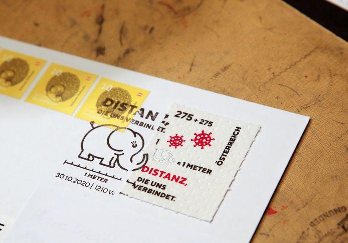 De postzegel ziet eruit als echt toiletpapier.