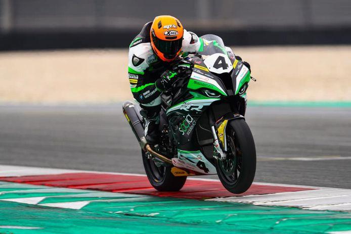 Superbike-coureur Ricardo Brink is na drie zeges in het IDC riant koploper.