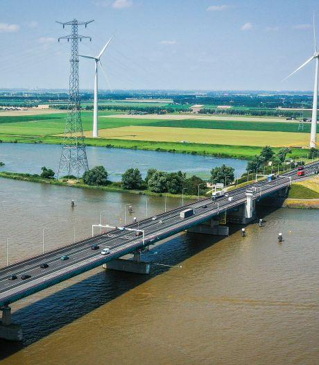Forse files verwacht bij Haringvlietbrug: vanaf maandag twee rijbanen dicht en gas terug