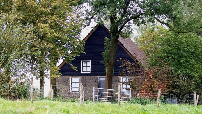 Het vakantiehuisje in Hooge Zwaluwe waar de dubbele moord plaatvond