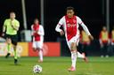 Quinten Timber afgelopen seizoen in actie voor Jong Ajax.