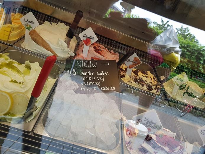 De grap van Bakkerij Jorink: ijsklontjes als alternatief voor mensen die niet tegen gewoon ijs kunnen.