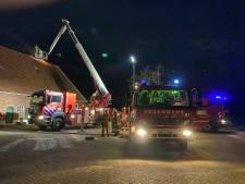 Woning vol rook door flinke schoorsteenbrand op boerderij in Rekken