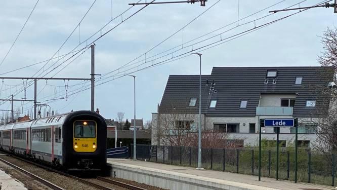 Zware hinder op de baan door defecte trein in Lede