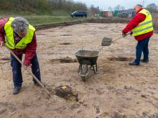 Als vrijwilliger een handje helpen bij opgravingen en stiekem dromen van een spectaculaire vondst